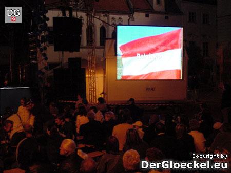 Die Fahne Österreichs wehte auch am Großbildschirm