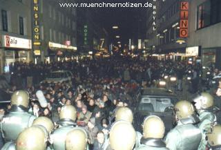 Demonstranten gegen NATO-Sicherheitskonfernez