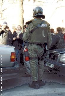 Polizist als Fuerwehrmann
