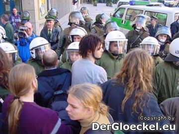 gewaltsame Polizeikräfte aus Brandenburg