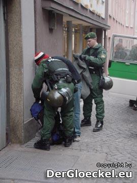 diskrete, angemessene Kontrollen der Polizei