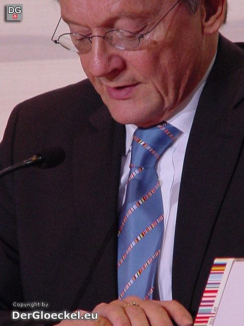 """W. Schüssel mit """"Logo-Krawatte"""" in der o.a. Pressekonferenz"""