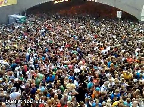 Katastrophe auf der Loveparade in Duisburg - Todesfalle Zu- und Abgang